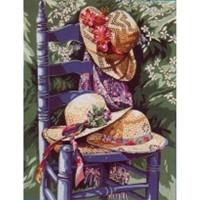 La chaise aux chapeaux